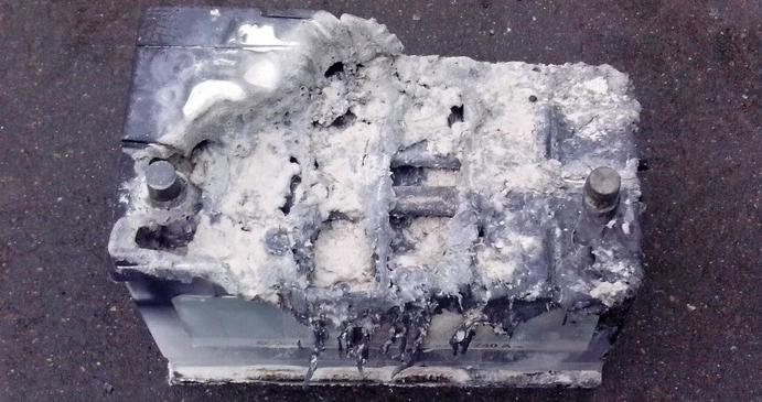 Взрыв автомобильного аккумулятора
