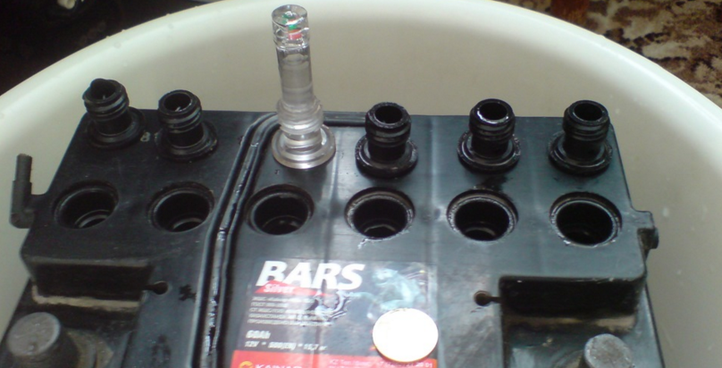 Замена электролита в аккумуляторе