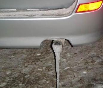 замерзла выхлопная труба автомобиля