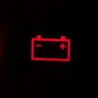 Горит лампочка аккумулятора на панели приборов