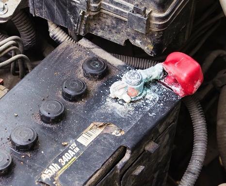 Утечка электролита из аккумулятора