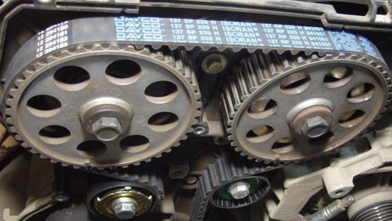 Почему свистит ремень генератора: основные причины