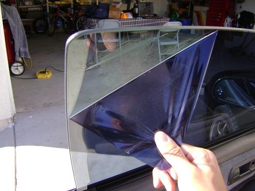 Как наклеить тонировочную пленку на авто своими руками