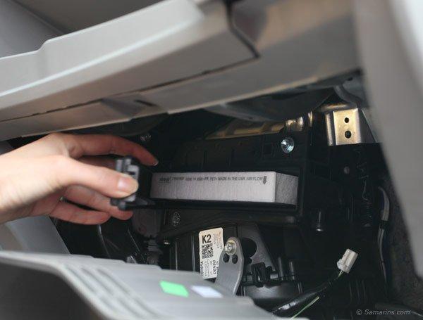 Где находится салонный фильтр и как часто его необходимо