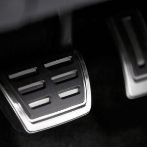 pochemu-vibriruet-pedal-scepleniya