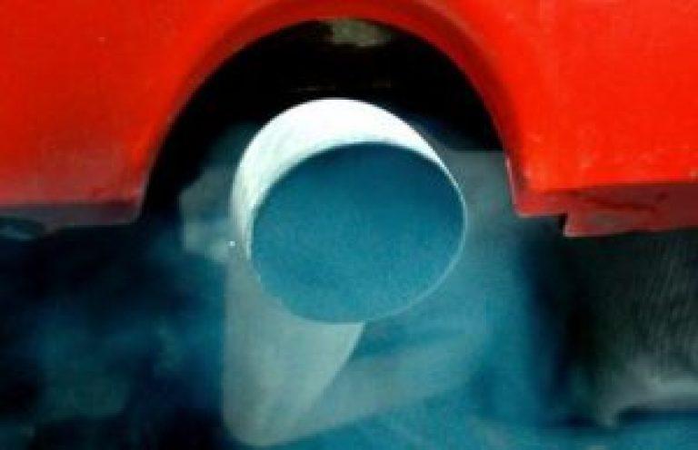 белый дым из выхлопной трубы причины видео