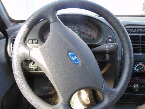 Клинит руль при повороте: как избежать неприятных последствий?