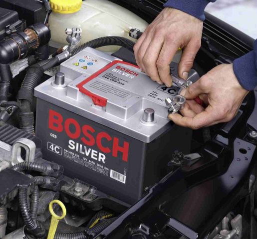 Как снимать аккумулятор с автомобиля?